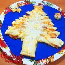 ALBERO DI NATALE DI PASTA SFOGLIA ripieno di prosciutto e formaggio la ricetta di Eleonora in Cucina - Eventi Salento