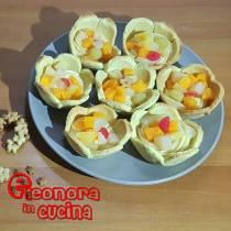 TARTELLETTE ALLA FRUTTA cestini pasta frolla ripieni di crema e macedonia ricetta di Eleonora in Cucina - Eventi Salento