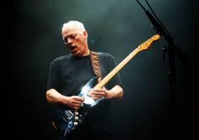 Dopo 45 anni David Gilmour torna a suonare in un concerto a Pompei.